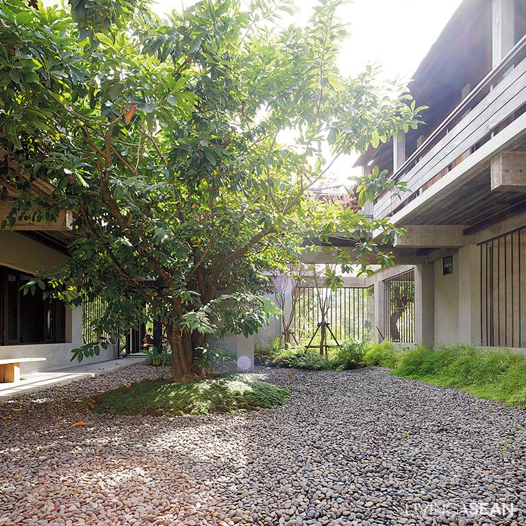 The Warm Half Concrete Half Wood House