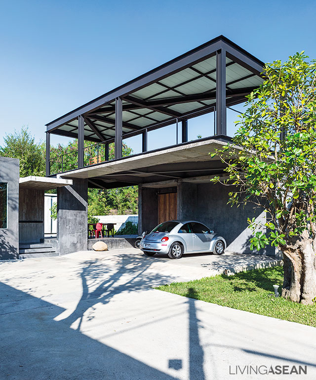 Concrete And Steel / The Combination Of Modern House