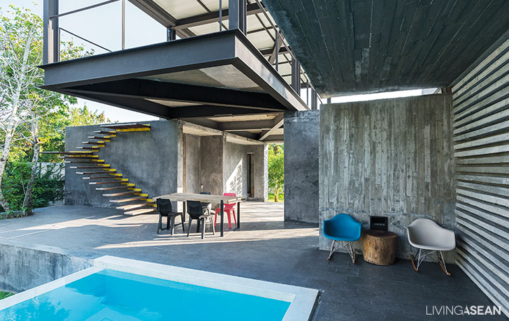 Concrete and Steel / The Combination of The Modern House