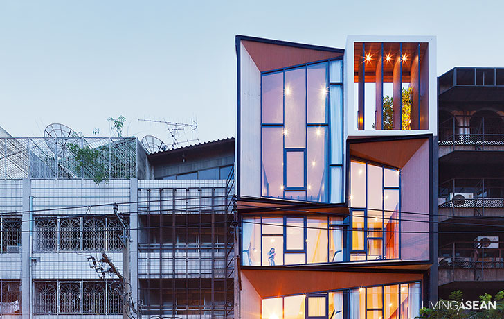 Siri House Family Co-living space / Home Renovation