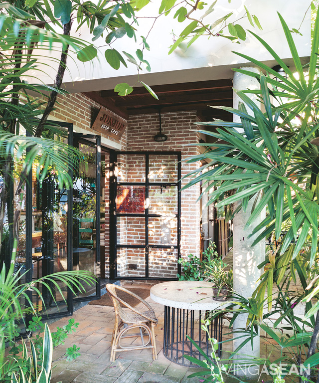 Crisp, cool shades abound thanks to plenty of full-grown trees on the property. Long roof overhangs are built of concrete in smooth finishes. They exist in harmony with textured brick walls that speak to the traditional lifestyle of the area.