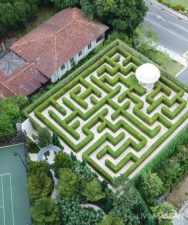 Amazing maze garden enjoy a walk in the garden maze for Garden maze designs