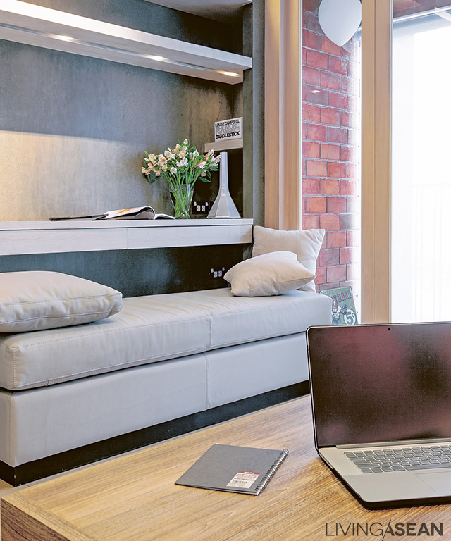 The designer put a hint of Japanese style with this built-in table. It can be used as a sofa, too.