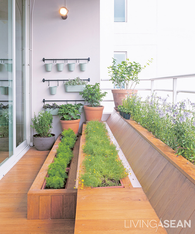 Little garden on the balcony: the family's favorite spot, featuring a bench with planters set at different levels.