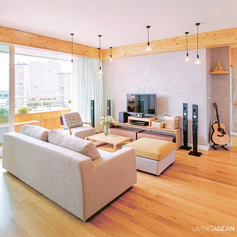 A Japanese-style room isn't limited to futons; you don't have to forgo a sofa, just use neutral colors and avoid clutter.