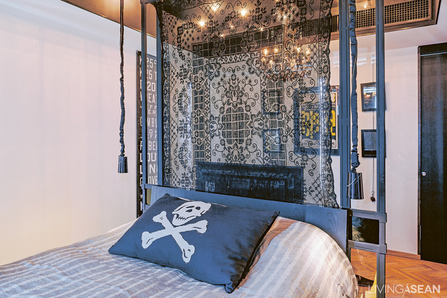 A clear glass wall sits behind the headboard. Black-dyed lace allows light to shine through. The ceiling comes in black adorned with LED lights.