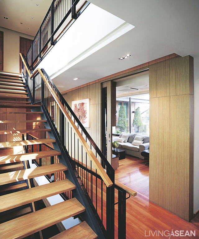 A black steel-frame staircase offset with vertical lines offers a light and modern look.