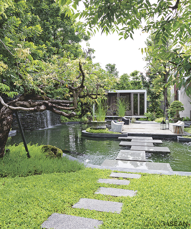 The house opens onto a grass lawn. Across the pond a relaxing deck and lounge leads to the inside garden.