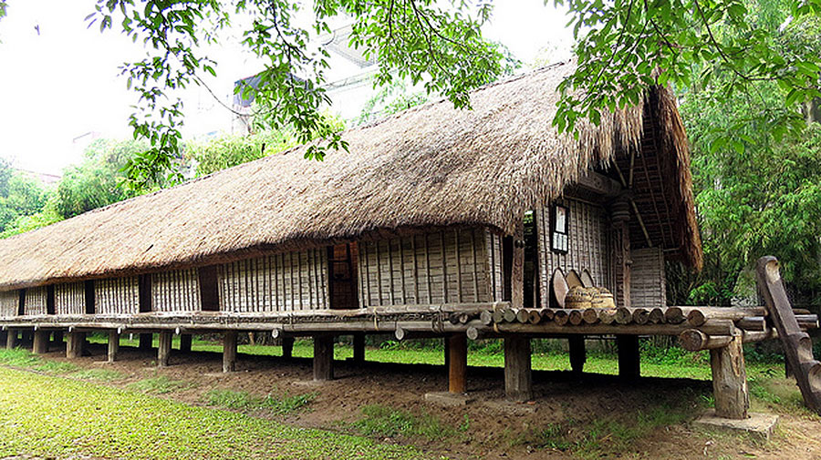 Ede-long-house-vietnam-museum-of-ethnology-hanoi