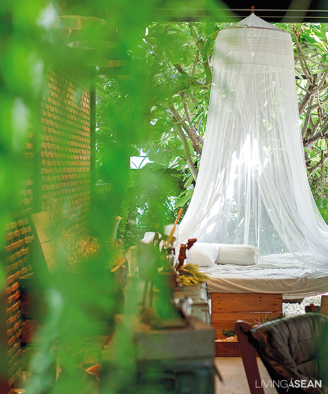 This old-fashioned canopy bed has wheels. The owners can move it to a different location if need be. It can be part of a peaceful garden setting, or set up under the trees for great photo ops.