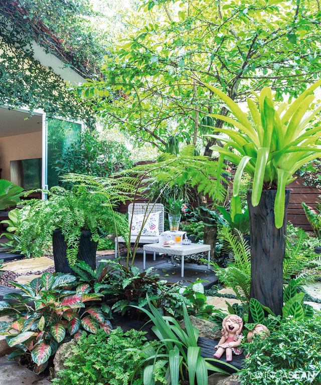 Tropical Home Garden Design Ideas: Tropical Garden For Extended Family /// Living ASEAN