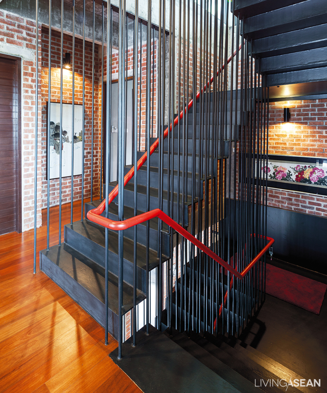 For architectural reasons, the stairway is in the middle of the house. The folded steel balusters look light, and the red banister is at once tremendously chic and reminiscent of the row houses of yesteryear.