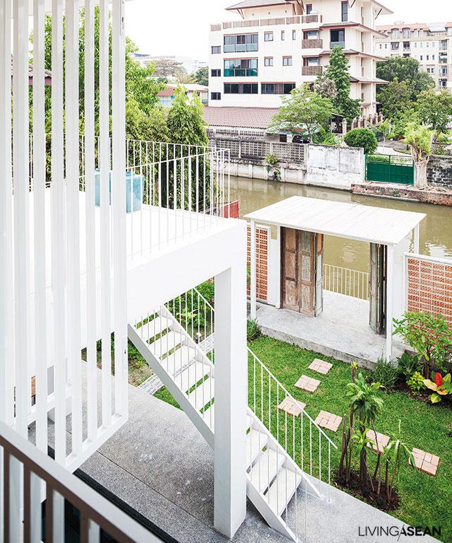 This waterside tropical house brings back memories of Thai life as ...