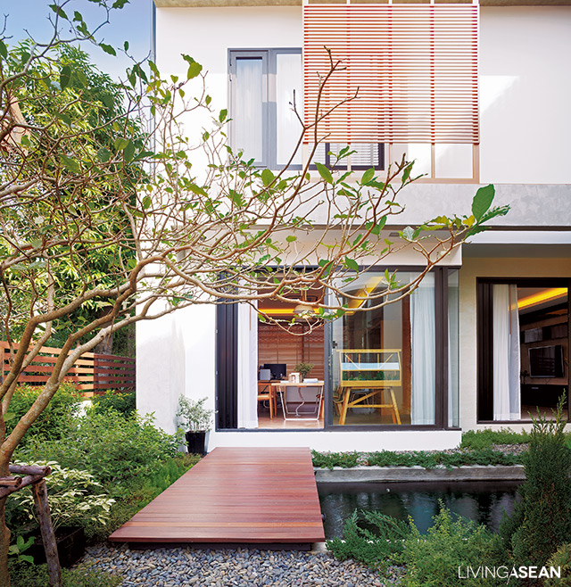 Modern thai house utilizing the good qualities of the for Thai style home designs