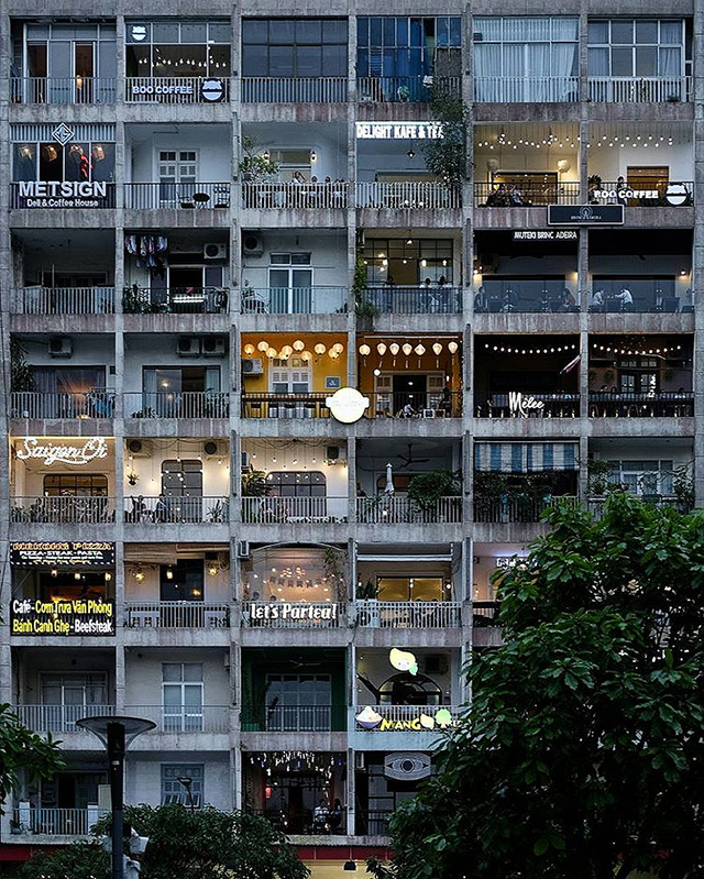 The Café Apartment 42 Nguyen Hue Street Walking In Ho Chi Minh City Vietnam Is A Must See