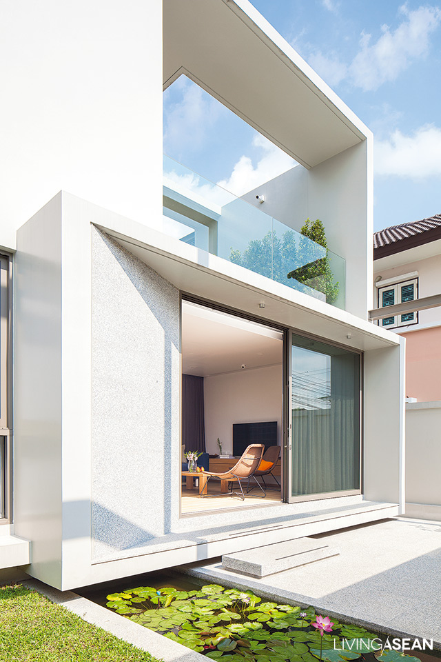 This very cool-looking cubic house design really stands out in this more  than thirty-year-old subdivision. Quiet, simple lines, authentic surfaces.  Minimal ...