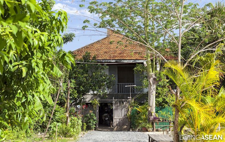50 Years of Proof of the 100 Houses Project // When Traditional Khmer is Mixed with Modernism by Vann Molyvann