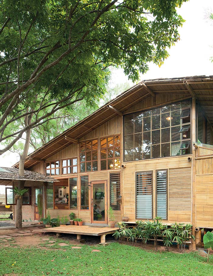 10 Inspiring Modern Tropical Houses - Contemporary-house-architecture-to-get-surroundings-of-nature