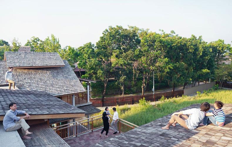 Peaceful, Shady Northeastern Thai House