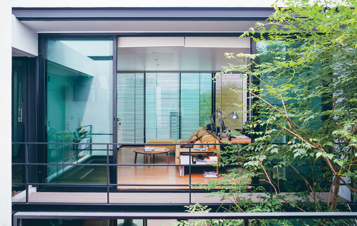 Bringing Nature into the Home / Living ASEAN