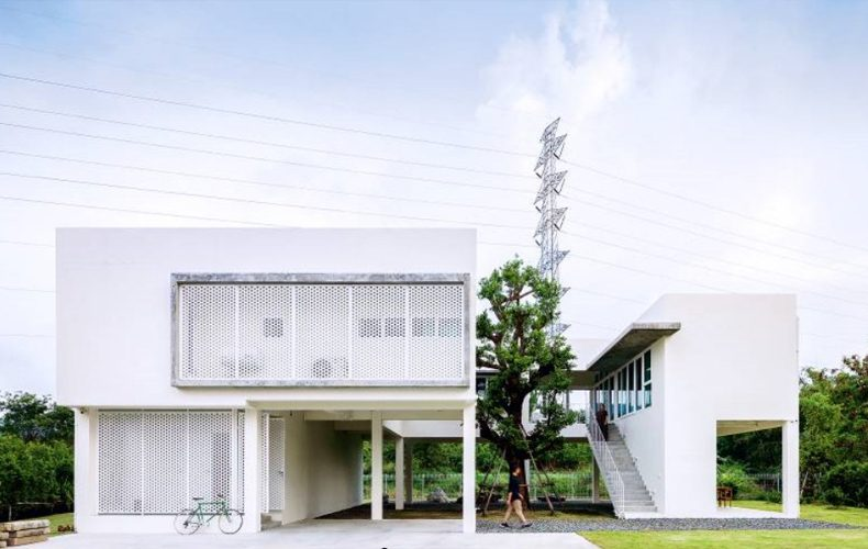 Beautiful White Box-shaped House offers the good life