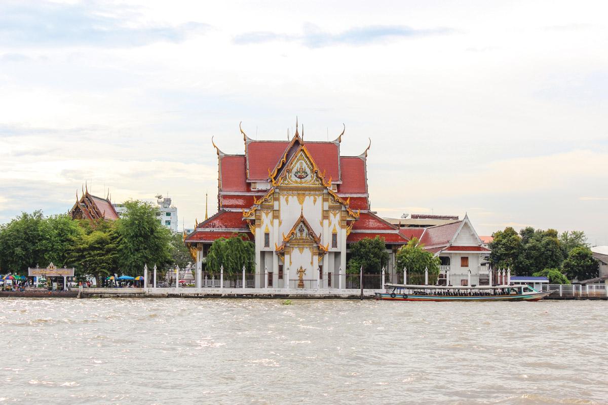 Wat Rakhang Kositaram Woramahawihan