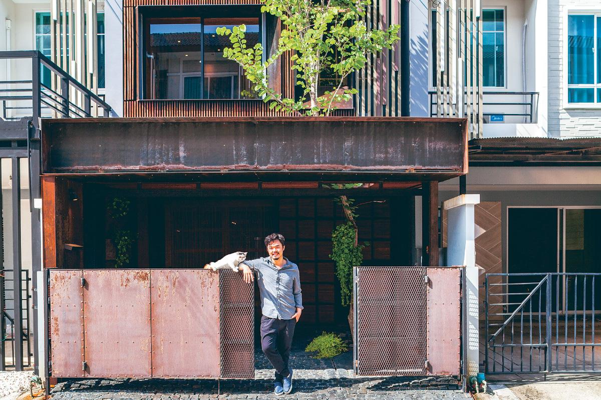 3-storey Chaeng Watthana townhouse, Architect and university instructor Bhradon Kukiatnun