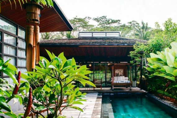 Vacation House in Bali: a Harmonious Mix of Industrial Style and Local Architecture