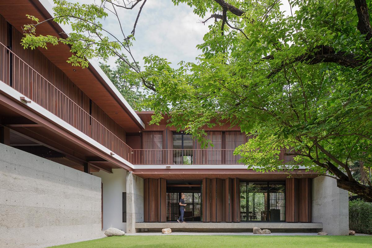 Box-shaped House Vin Varavarn Architects