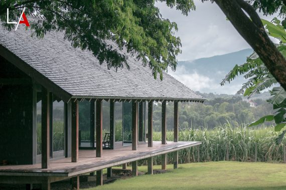 Country Villa Breathes in the Energy of Nature