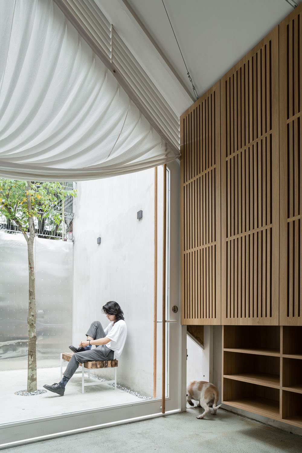 Modern House / Modern Skinny House on a Narrow Lot in Ho Chi Minh City