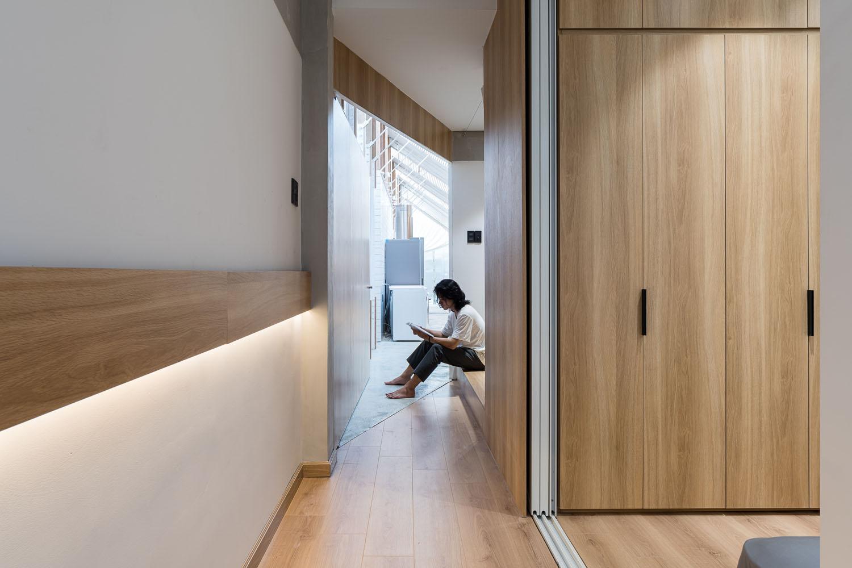 Modern House / Modern Skinny House on a Narrow Lot in Ho Chi Minh City