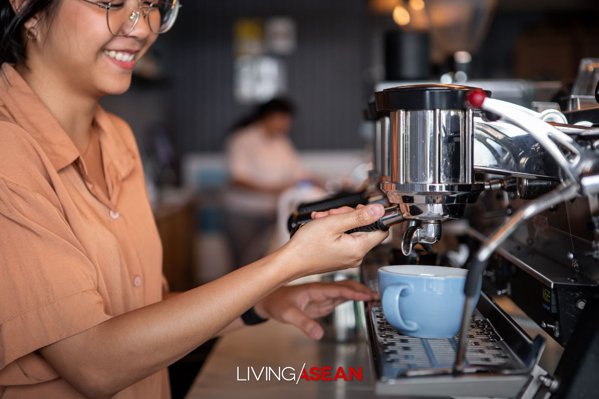 Behind the Success of Café Business in Thailand: An interview with Suparat Chinathaworn, founder of p / s / d